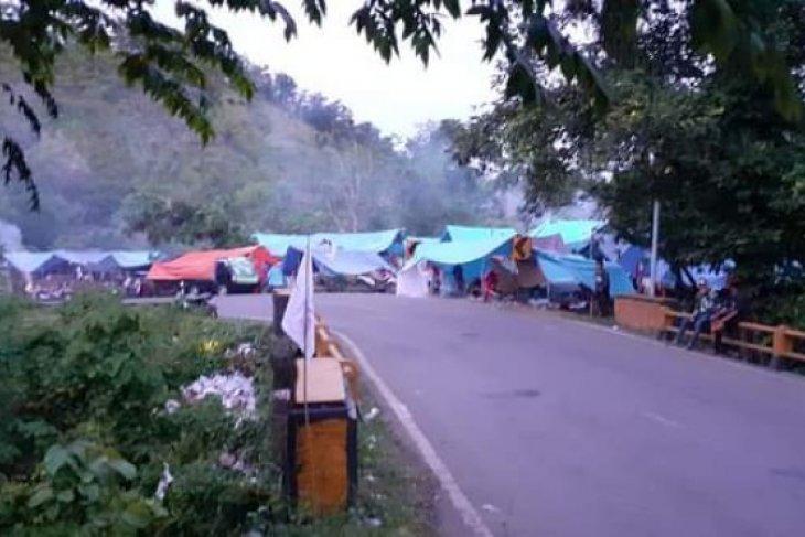 Trauma menghantui warga Mamuju kembali mengungsi akibat gempa susulan