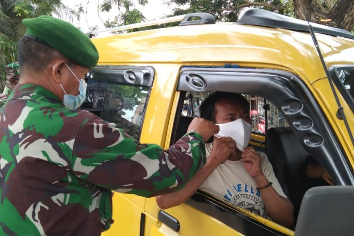 Army personnel in West Papua's Sorong launch mask-wearing campaign