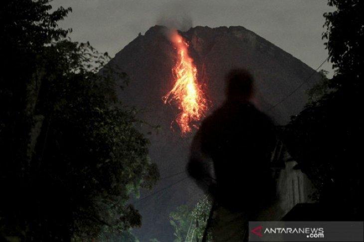 Merapi luncurkan guguran lava pijar sejauh 1,5 km