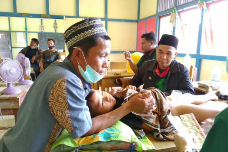 Baznas Sanggau gandeng komunitas milenial gelar bakti sosial di Dusun Balai Nanga