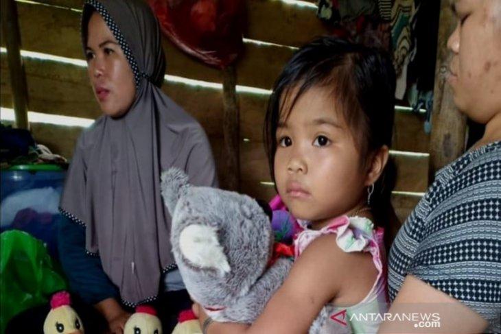 Bocah korban bencana tanah longsor di Hulu Sungai Tengah trauma