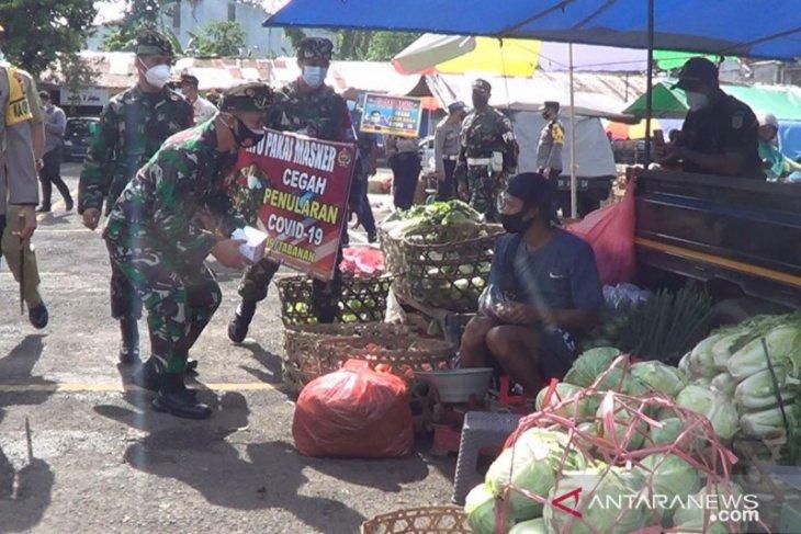 TNI-Polri Tabanan adakan rapid test antigen di Pasar Pesiapan (video)