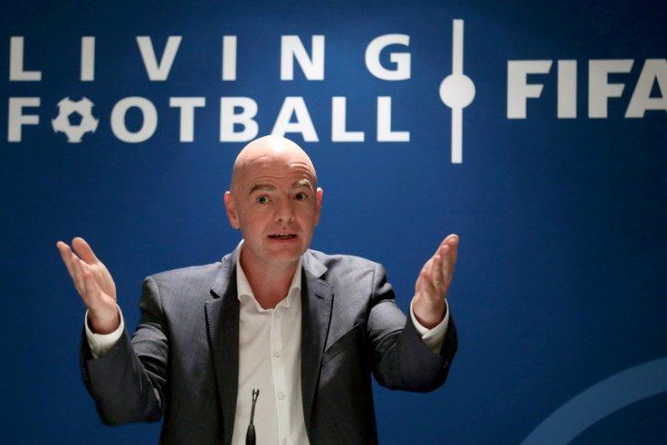 Presiden FIFA: Pesepak bola bukan prioritas untuk vaksin