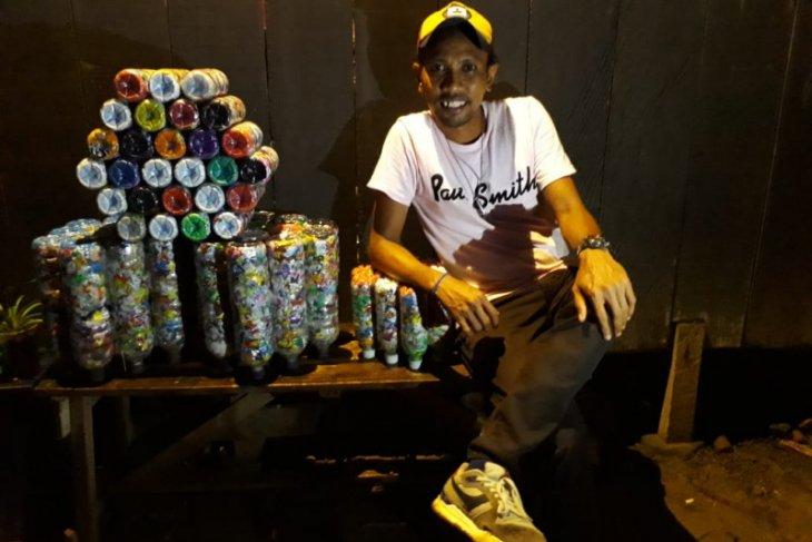Georgie Manuhuwa si pemburu sampah plastik di Kota Ambon