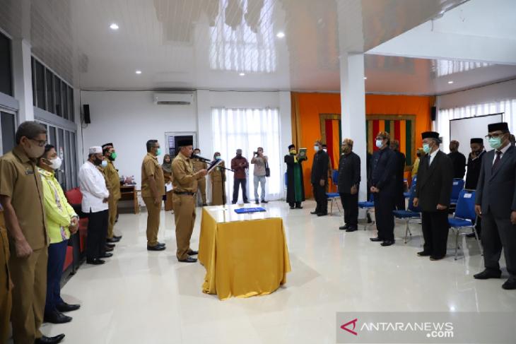 Sekda Aceh Besar lantik pengurus MPD dan MAA