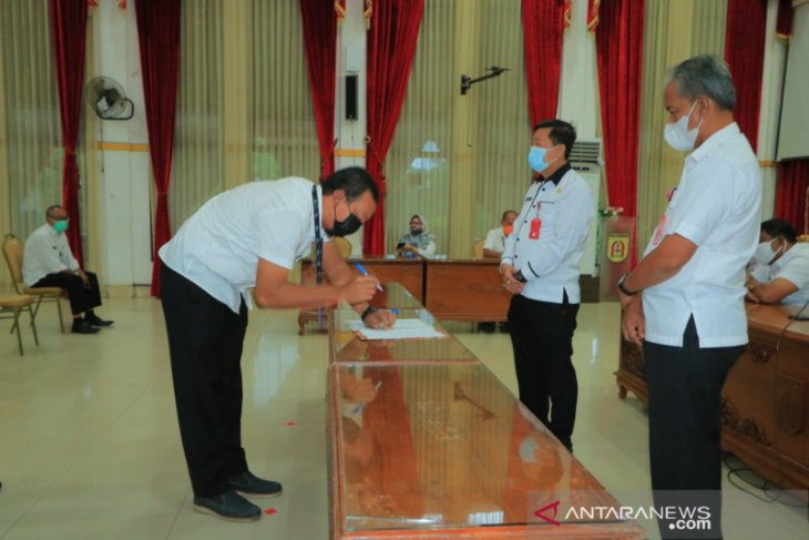 Sekda tandatangani kinerja bersama pejabat dan staf sekretariat daerah