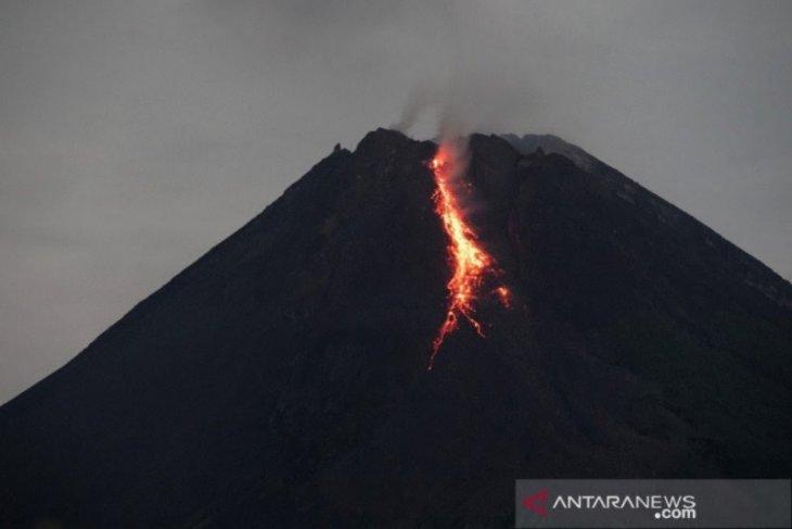 Guguran lava pijar Gunung Merapi meluncur 10 kali
