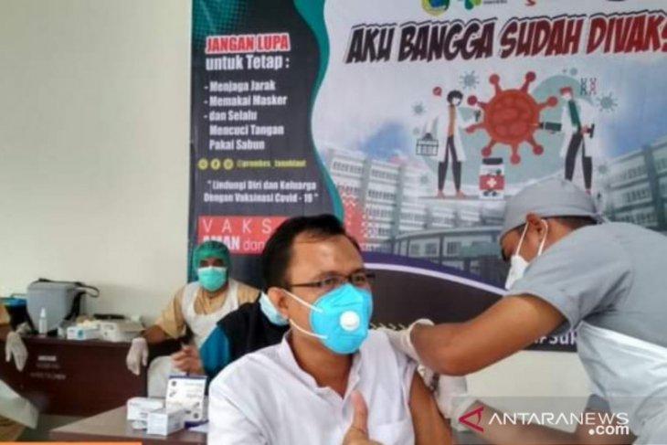 Vaksinasi COVID-19 terhadap tenaga kesehetan RSUD Hadji Boejasin berjalan lancar