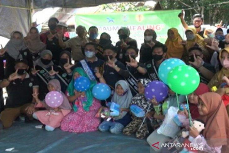 Bunda baca HSU kunjungi anak-anak korban banjir bandang di HST