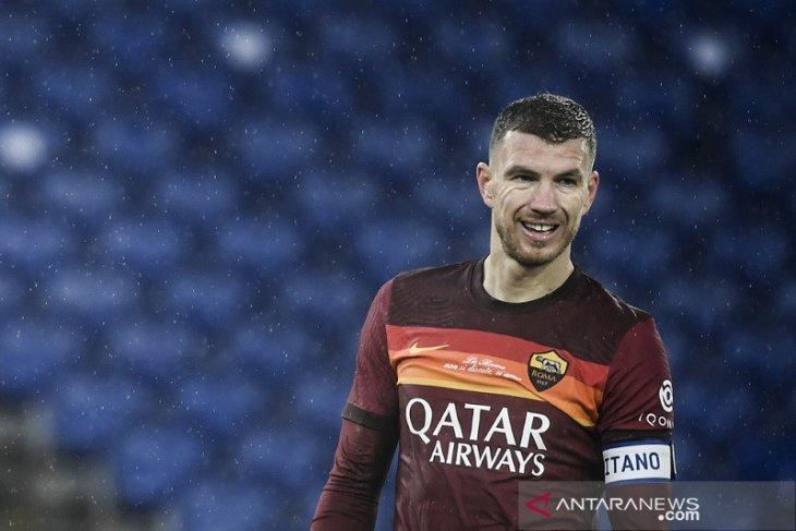 Edin Dzeko dicopot dari jabatan kapten AS Roma  usai cekcok dengan pelatih
