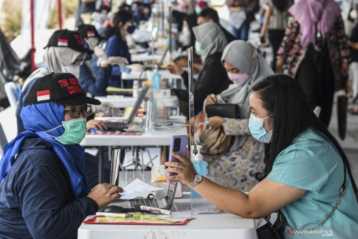 Indonesia adds 9,869 COVID-19 cases