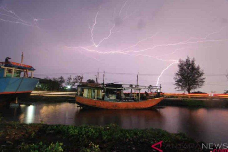 Sebagian wilayah Indonesia termasuk Kalbar diperkirakan hujan deras
