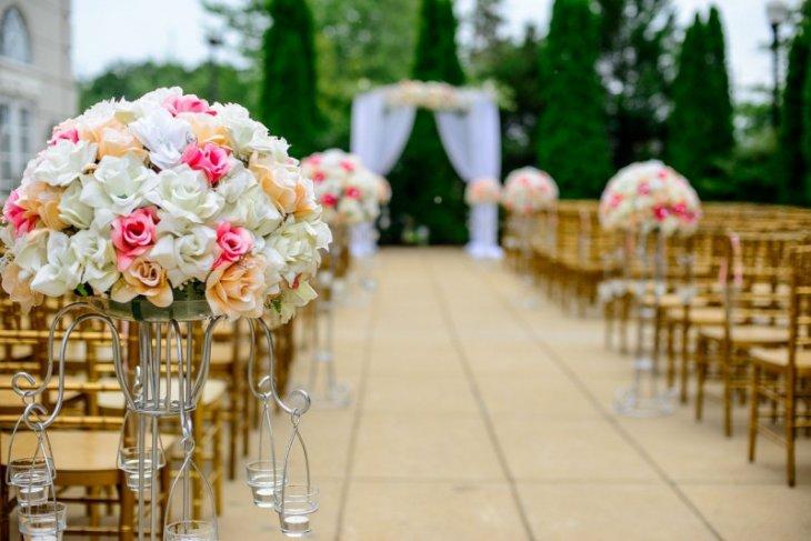 Gelar pesta pernikahan di 2021 belum aman  dari COVID-19