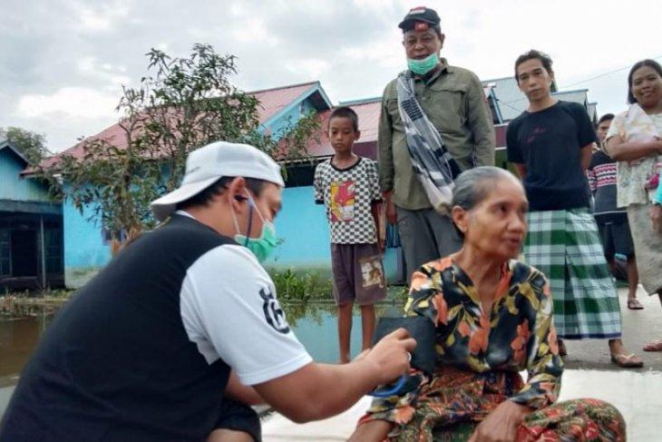 Gubernur Kalsel bantu layanan kesehatan warga terdampak banjir