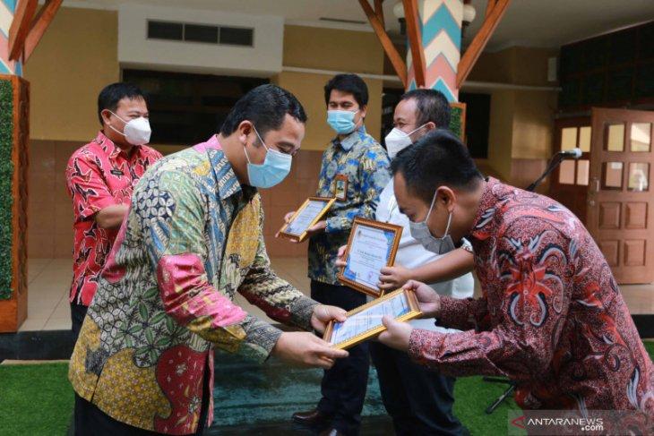 Pemkot Tangerang berikan penghargaan  peduli lingkungan kepada sekolah dan perusahaan