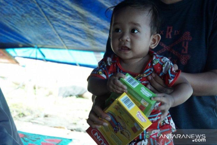 PMI distribusikan makanan tambahan untuk bayi di lokasi pengungsian korban gempa
