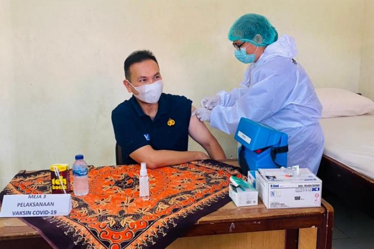 203 Nakes Polda Maluku jalani vaksinasi tahap dua