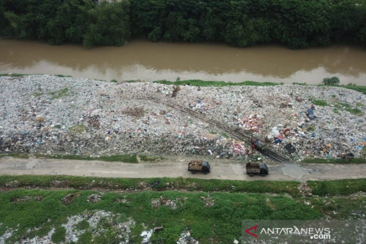 Pembuang sampah di bantaran Kali CBL Bekasi diancam pidana