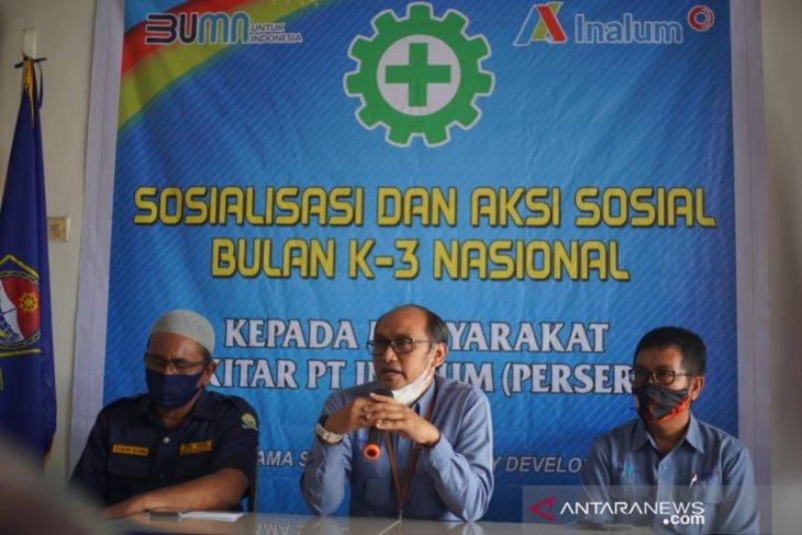 INALUM serahkan 50 pelampung ke nelayan  di Kabupaten Batu Bara Sumut