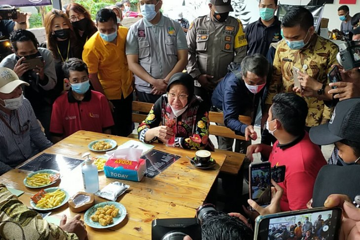 Mensos Risma berdayakan anak jalanan di Mojokerto kelola kafe