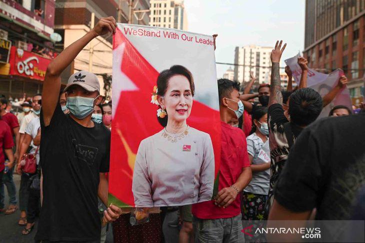 Ajudan pemimpin Myanmar Aung San Suu Kyi ditahan