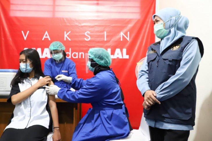 Jatim tuntaskan vaksinasi tahap pertama untuk 10 kabupaten/kota