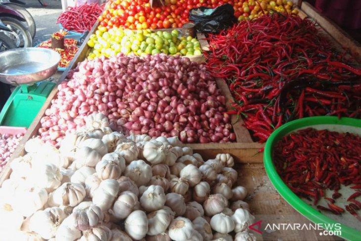 Harga cabai dan bawang di pasar tradisional  Ambon turun