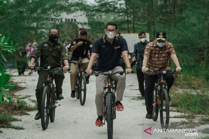 Menparekraf tinjau rencana pengembangan hutan sosial di Belitung