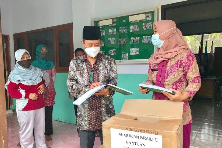 Sebanyak 25 paket Al-Quran braile disumbangkan untuk penyandang tuna netra