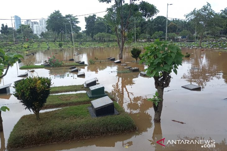 TPU Karet Bivak Jakarta Pusat tergenang air akibat hujan lebat
