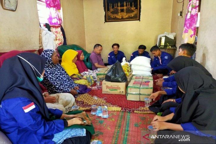 Serma Tapsel serahkan bantuan korban kebakaran Batang Angkola