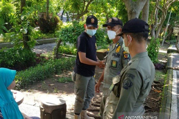 Pemkot Denpasar semprot disinfektan di ruang publik tekan COVID-19