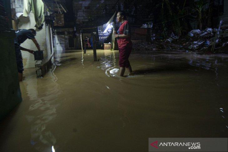 Sejumlah wilayah di Jakarta dilanda banjir Minggu malam