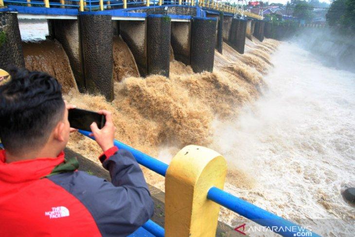 BMKG: Sejumlah daerah dan Bali, berpotensi hujan lebat, banjir disertai petir