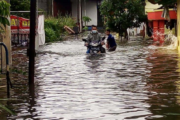 Sejumlah wilayah Semarang masih tergenang banjir