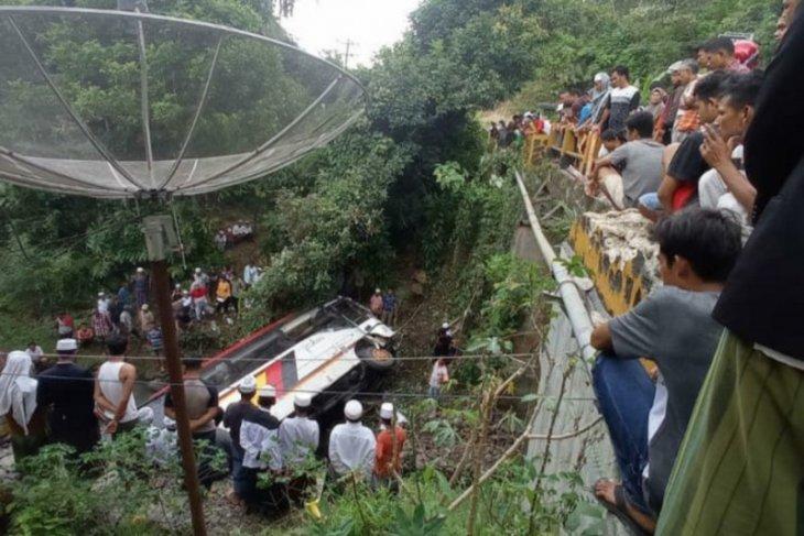 Usai kunjungan ke Aceh, mobil rombongan Kepala OPD Agam masuk jurang, dua orang tewas