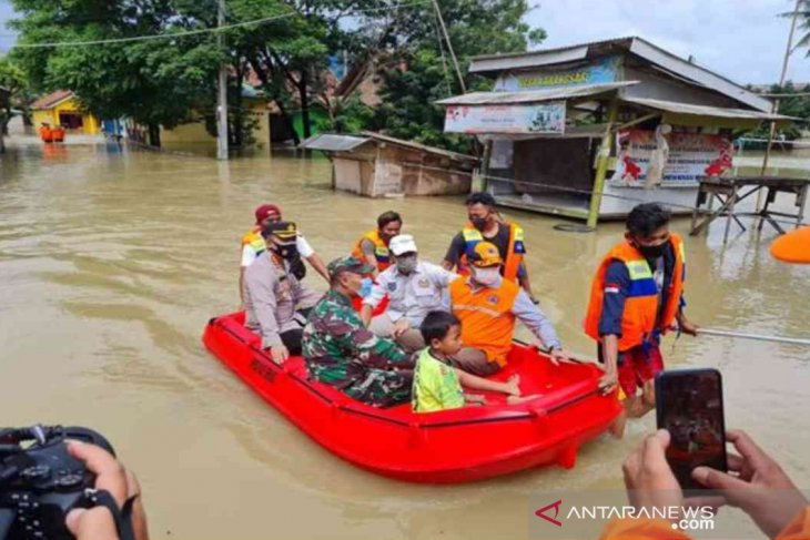 Flooding submerges 12 sub-districts in West Java's Bekasi District