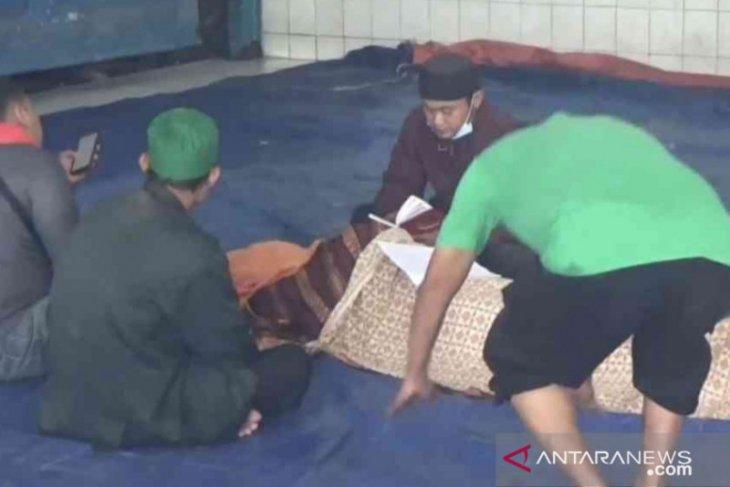 Seorang warga Bekasi meninggal di posko pengungsian banjir