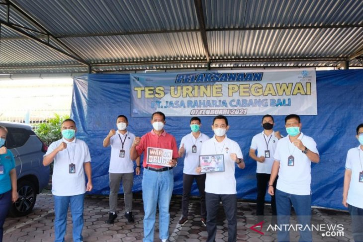 Jasa Raharja Bali dan BNN adakan tes urine seluruh karyawan