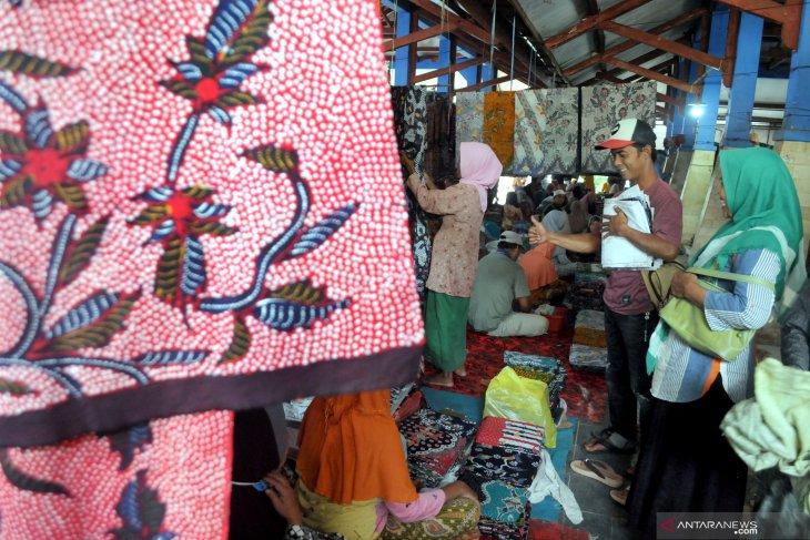 Pedagang Kain Batik