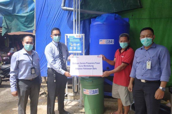 BRI Peduli salurkan CSR di Pasar Pagi Putussibau tanggulangi pandemi