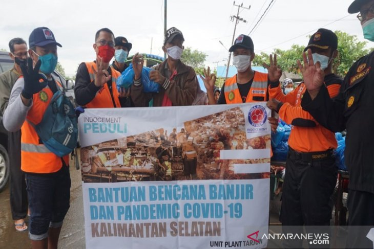 Indocement helps flood victims in three districts