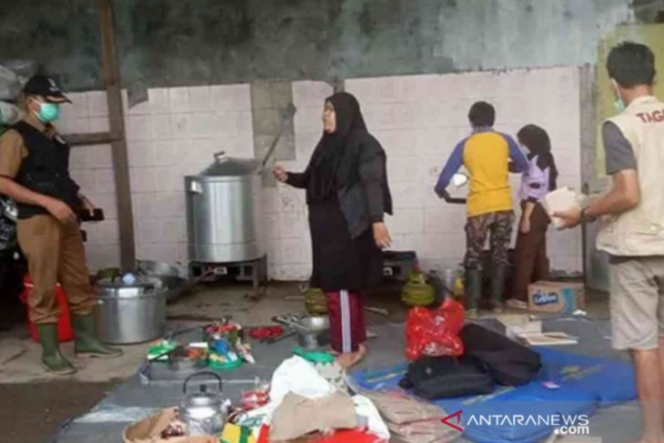 Delapan dapur dibuka umum untuk korban banjir Bekasi