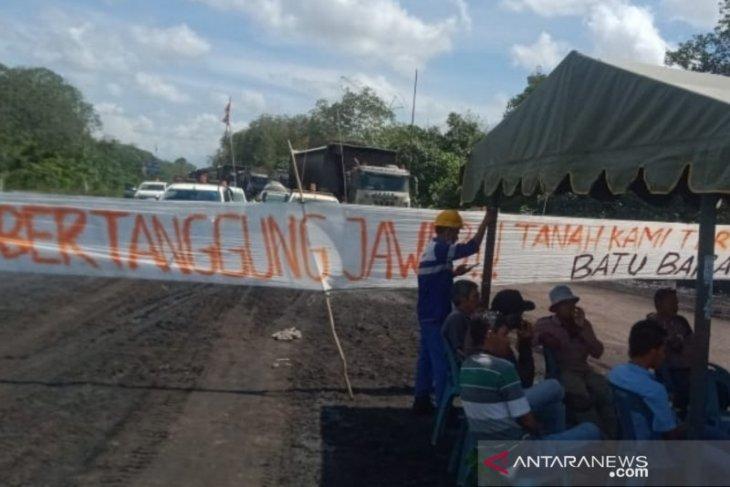 Pemilik tanah tutup akses jalan ke tambang batu bara