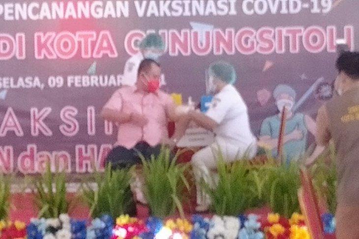 Wakil Wali Kota awali vaksinasi COVID-19  di Gunungsitoli