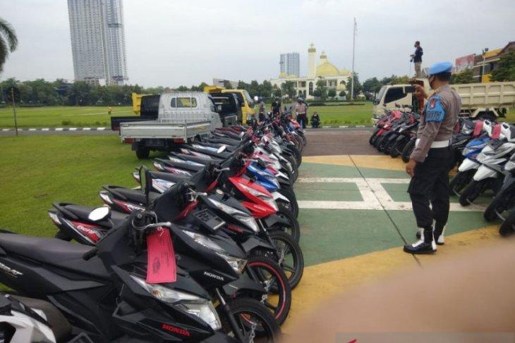 Polisi Jatim gagalkan selundupan ratusan kendaraan ke luar negeri