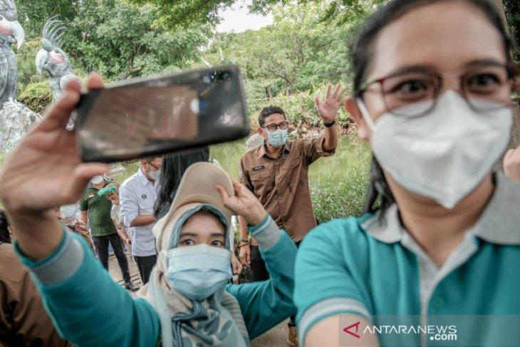 Menteri Sandiaga Uno ajak tenaga kesehatan berwisata lepas penat
