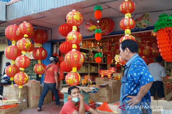 Penjualan pernak-pernik jelang Imlek di Pontianak turun dampak COVID-19