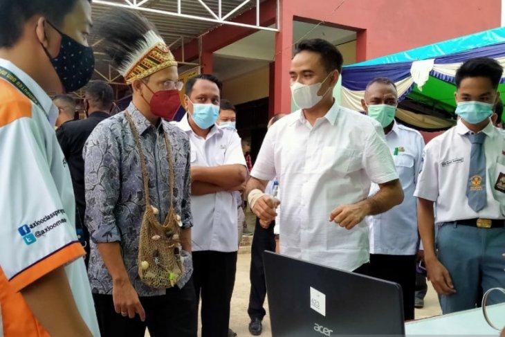 Menteri Pendidikan dan Kebudayaan tinjau sekolah di wilayah Sorong