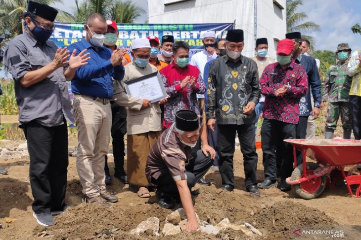 LLDIKTI builds a worship place for flood victims